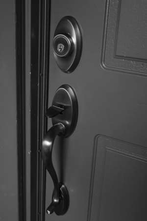 What's the Difference Between a Latch and Deadbolt, and